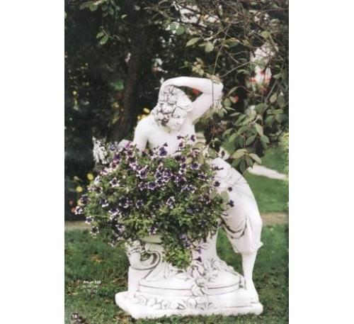 Девушка на вазе с цветами